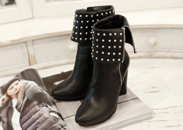 stud point heel
