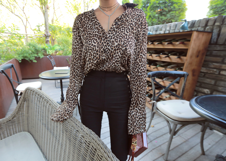 leopard shirt (brown)